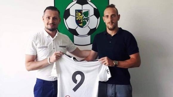 Стивън Петков ще играе в Чехия