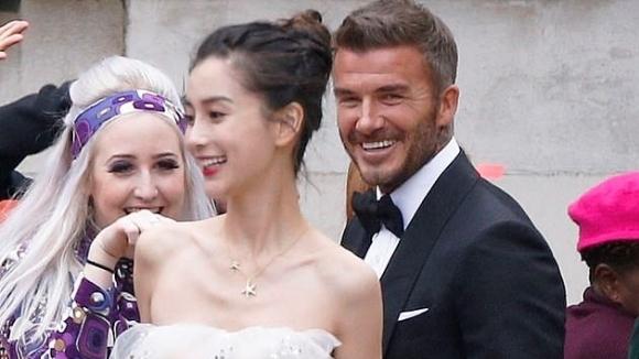 Бекъм мина под венчилото с китайски супермодел (снимки)
