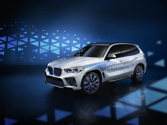 BMW представиха i Hydrogen NEXT във Франкфурт