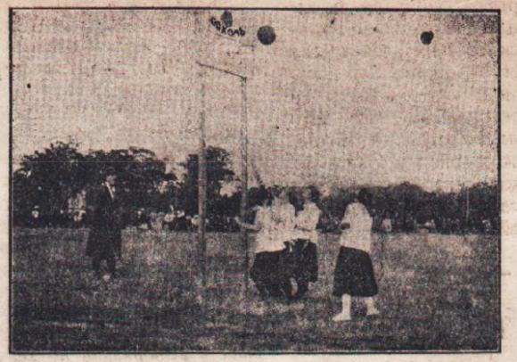 100 години баскетбол в България: Високите токчета в дамския баскетбол са...