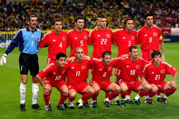 Златният отбор на Турция от Мондиал 2002 пристига в България