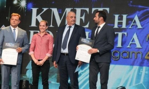 Станимира Петрова участва във връчването на призовете в категория...