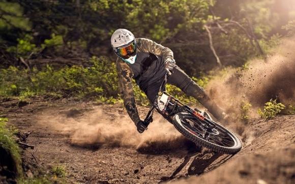 Закриват летния сезон в Пампорово със зрелищно състезание по спускане с планински велосипеди