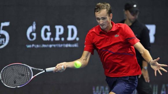 Медведев се завърна на корта с победа след драматичния финал на US Open