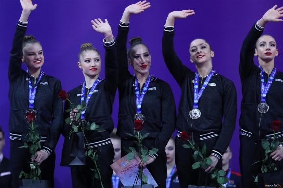 Момичетата от ансамбъла доволни от играта си, пожелаха си два златни медала утре