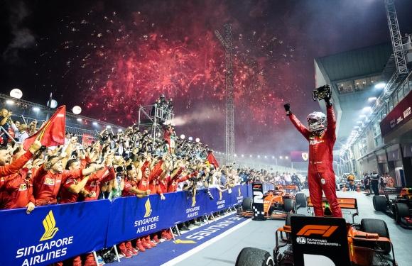 Гледайте на живо битката под прожекторите за Гран При на Сингапур