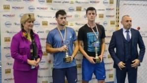 Водачите в схемата стартираха с победи на Държавното отборно по тенис