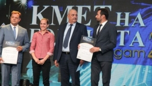 """Станимира Петрова участва във връчването на призовете в категория """"Образование, спорт и младежки политики"""""""