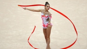 Дина Аверина безапелационна във финалите на лента и бухалки, утре е решаващият ден за българките