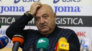 Венци Стефанов: Полицаите вместо да влязат с палките, гледат - поне да си бяха платили билет