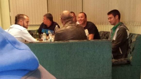 Марица извади снимки - съдийската бригада на маса с хора от Гигант