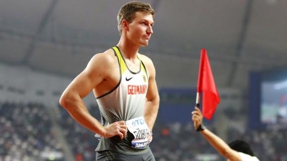 Олимпийският шампион Рьолер изхвърча от световния финал на копие, Хофман също