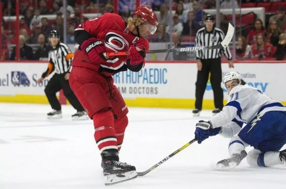 Каролина продължи перфектната си серия в НХЛ и срещу Тампа Бей