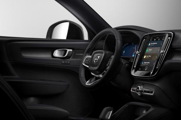 Електрическият Volvo XC40 с изцяло нова инфотейнмънт система