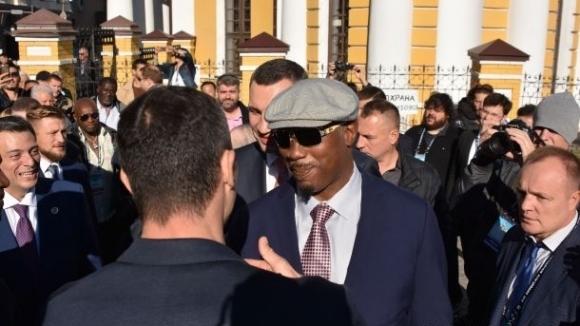 Владимир Кличко и Ленъкс Люис поспориха в социалните мрежи