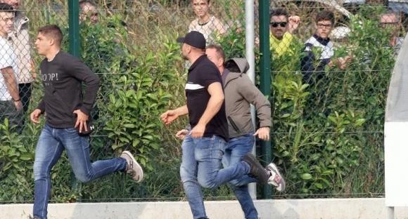 Прекратиха контрола на Бреша, след като сръбски ултраси скочиха на бой