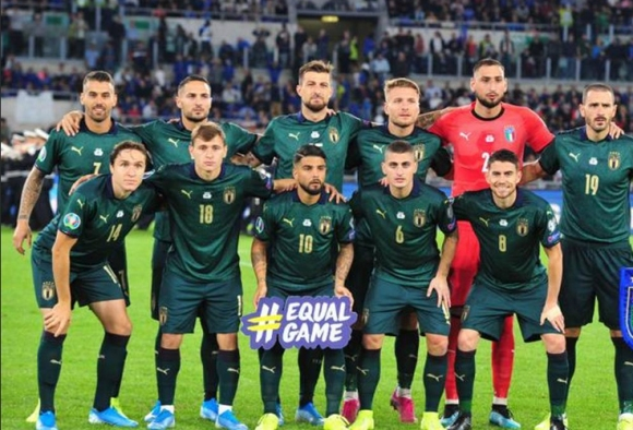 Бонучи влезе в топ 10 по мачове за Италия