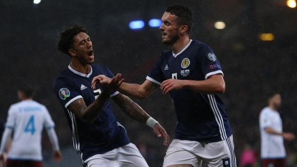 Шотландия унищожи Сан Марино под ужасен дъжд в мач без значение