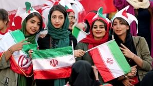 Иран пусна жени на стадиона, но скандалите продължават