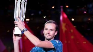Медведев се разправи със Зверев на финала в Шанхай (видео)