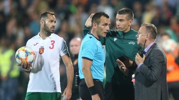 Англичаните на два пъти спряха мача, агитка от Сектор