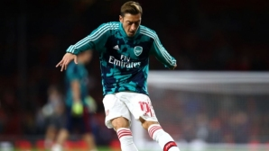 Йозил се закани: Ще остана в Арсенал поне до 2021-ва