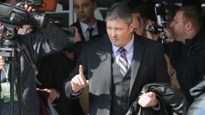 Любо Пенев и Мъри Стоилов гледат дербито на Втора лига (видео)
