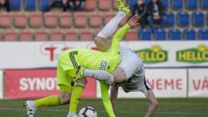 Стивън Петков заменен на полувремето при загуба на Карвина