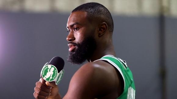 Браун удължава договора си с Бостън