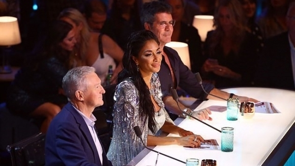 Никол Шерцингер e зашеметяваща в X Factor (видео + снимки)