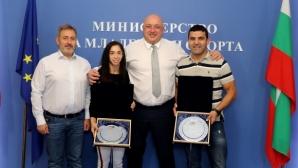 Кралев награди бронзовата медалистка от Световните плажни игри Миглена Селишка