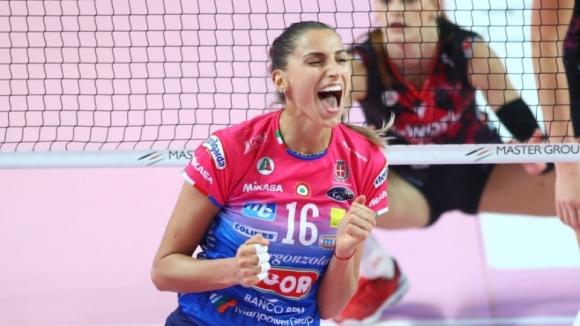 Елица Василева с 25 точки донесе победа №4 на Новара (снимки)