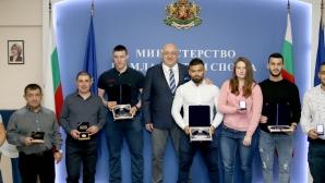 Кралев награди призьорите от Европейското по щанги за младежи и девойки