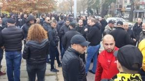 """Стотици фенове на Ботев (Пд) се събраха пред """"Колежа"""", блокираха движението (видео)"""