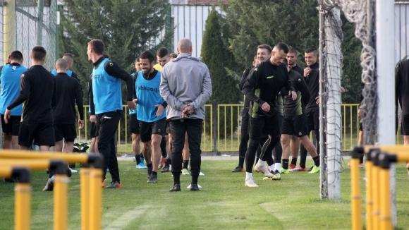Ботев (Пд) тренира с много юноши и без националите