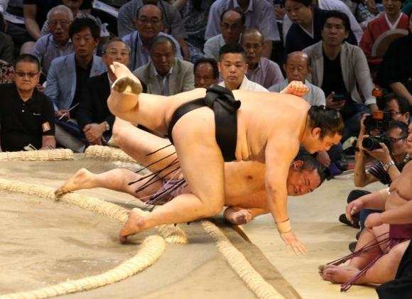 Аоияма спечели трета победа във Фукуока