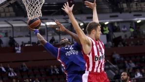 Олимпиакос прекъсна серия от четири загуби, Везенков с 2 минути и 2 точки за гръцкия тим