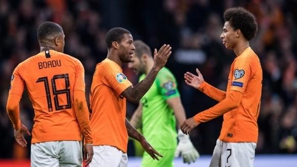 Хеттрик на Вайналдум и гръмко 5:0 за Холандия (видео)