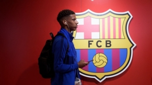 Леверкузен преговаря за защитник от Барселона