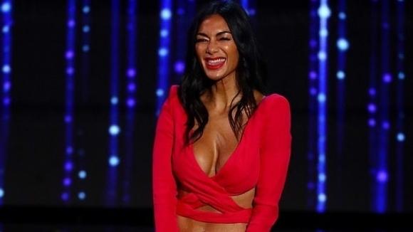 Никол изрита гаджето си от X-Factor, за да сложи край на клюките (видео+снимки)