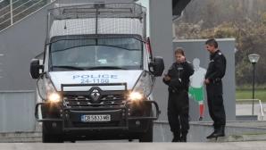 Трети ден полицията рови в офисите на БФС (видео+снимки)
