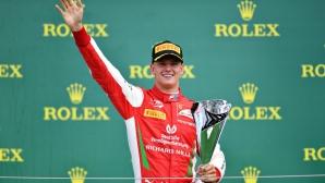 Мик Шумахер защити решението си да остане във Формула 2