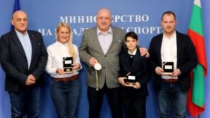 Министър Кралев награди Екатерина Стратиева и Никола Цолов за рали и картинг успехите