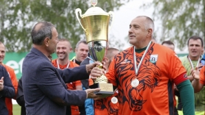 Бойко Борисов бележи и преотстъпва дузпа на Бижутера