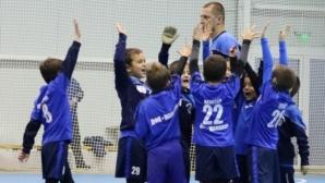 Славни ветерани наградиха победителите в традиционния коледен турнир за деца, организиран от БФС