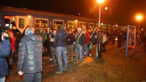 Стотици привърженици на Ференцварош пристигнаха в Разград с влак (снимки+видео)