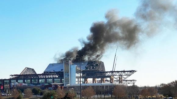 Пожар под покрива няма да осуети откриването на новия стадион на Тексас