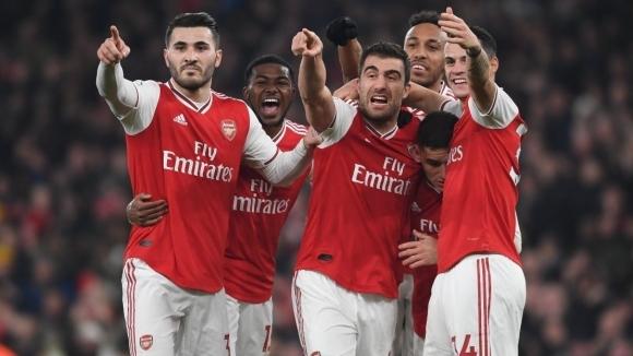 Възроден Арсенал стъпка Манчестър Юнайтед за едно полувреме (видео)