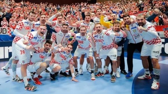 Хърватия си осигури място в основната фаза на ЕП, олимпийският и световен шампион Дания стартира със загуба