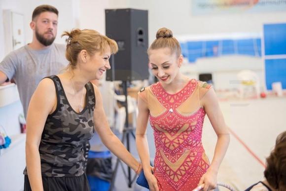 Националният отбор по художествена гимнастика индивидуално замина днес на лагер във Варна